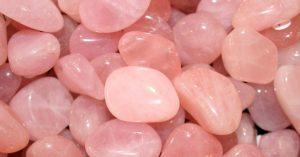 piedras de cuarzo rosado