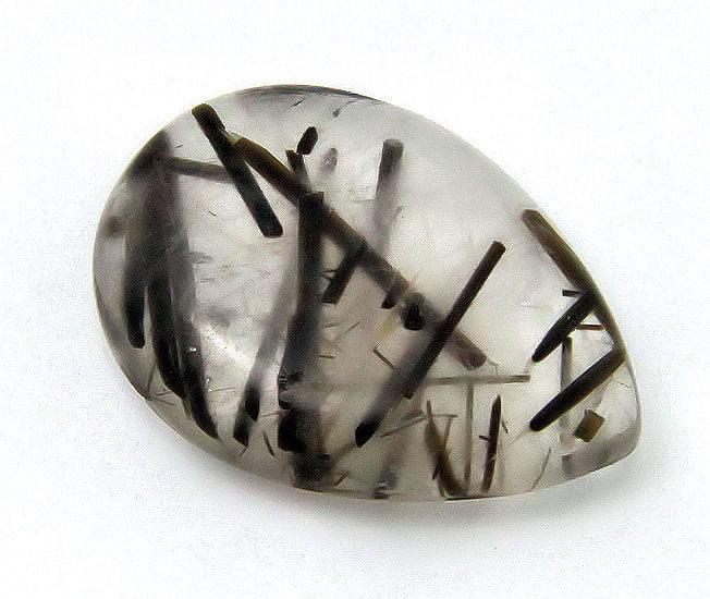 piedra con incrustaciones de turmalina