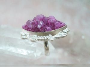 anillo de turmalina violeta con plata