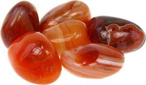 piedra de color marron