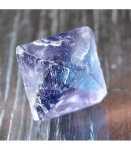 piedra de fluorita azul