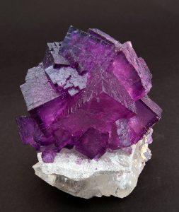 piedra de fluorita purpura