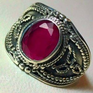 anillo de piedra de rubi