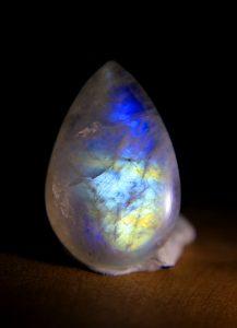 piedra luna color arcoiris