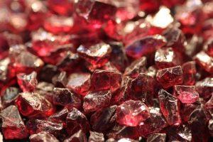 piedra en bruto de rubi