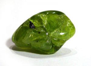 piedra de peridoto en bruto