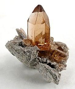 piedra topacio en bruto