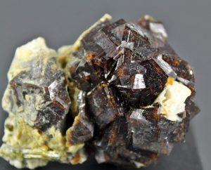 piedra andradita