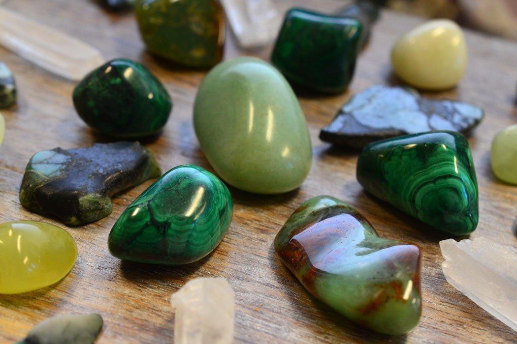 Piedras preciosas verdes para el crecimiento, la sabiduría y la riqueza