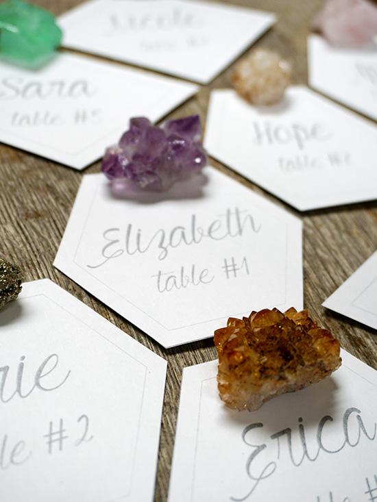 6 formas de agregar energía cristalina a sus festividades bohemias de bodas